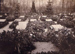 Das Grab von Rosa Luxemburg und Karl Liebknecht von 1919. Foto: Herbert Fiebrandt / wikicommons