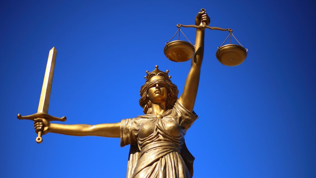 Gerichte bestätigten die Fälschung. Trotzdem kursieren die Protokolle heute noch. Foto: WilliamCho/Pixabay