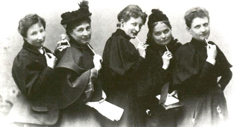 Fünf Mitglieder vom Verein für Frauenstimmrecht, Foto: Wikimedia, public domain