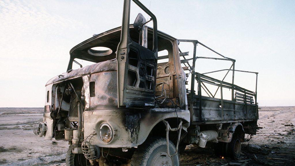 Zerstörter IFA W50 der irakischen Armee aus DDR-Produktion