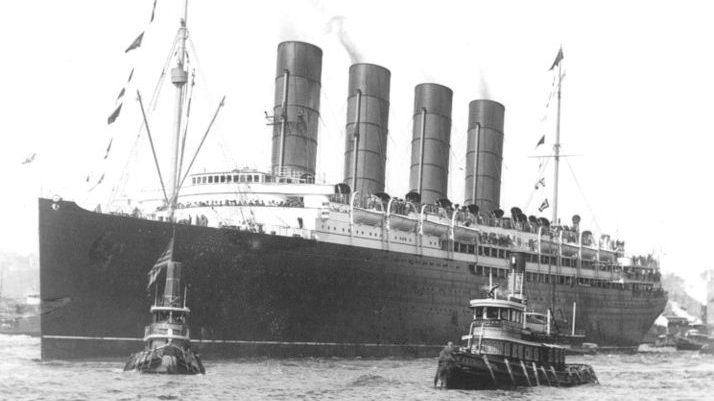 Die Lusitania trifft am Ende ihrer Jungfernfahrt am 13. September 1907 in New York ein