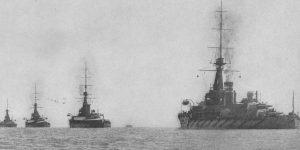Eine Division des 2. Schlachtschiffgeschwaders der Grand Fleet: King George V. gefolgt von Thunderer, Monarch und Conqueror