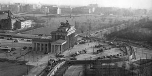 Mauer am Brandenburger Tor. Foto: Bundesarchiv