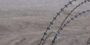 Stacheldraht im Wüstengebiet