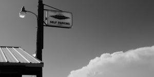 Parkschild mit UFO. Foto: mdherren / Pixabay