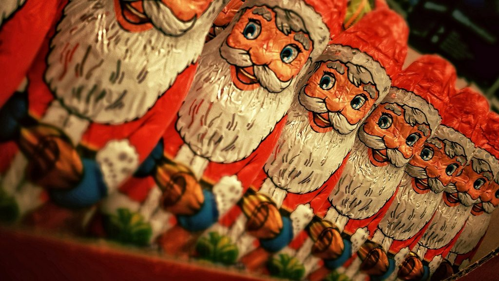 Weihnachtsmänner aus Schokolade. Foto: Thomas Ulrich / Pixabay